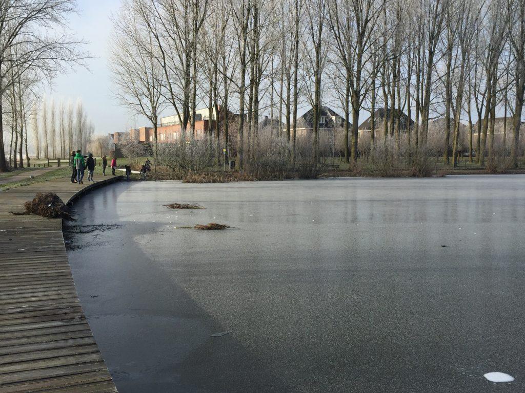 Het is woensdagmiddag, dus we willen schaatsen. Helaas... nog iets te vroeg.